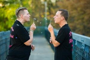 Kevin und Chris mit Seifenblasen